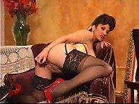 zhenskaya-masturbatsiya-v-chulkah-video