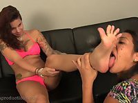 Two hispanic Girls do Lesbian footworship