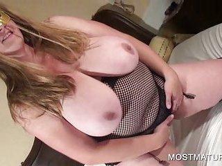 Nasty mature pleasuring horny twat