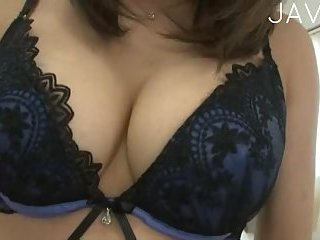 Japanese babe showing off big boobs | Big Boobs Update